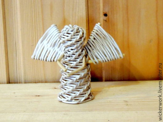Белый ангел ,плетеный из ротанга