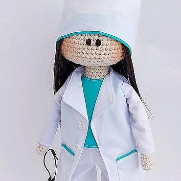 Куклы и игрушки ручной работы. Ярмарка Мастеров - ручная работа Интерьерная вязаная кукла врач. Handmade.