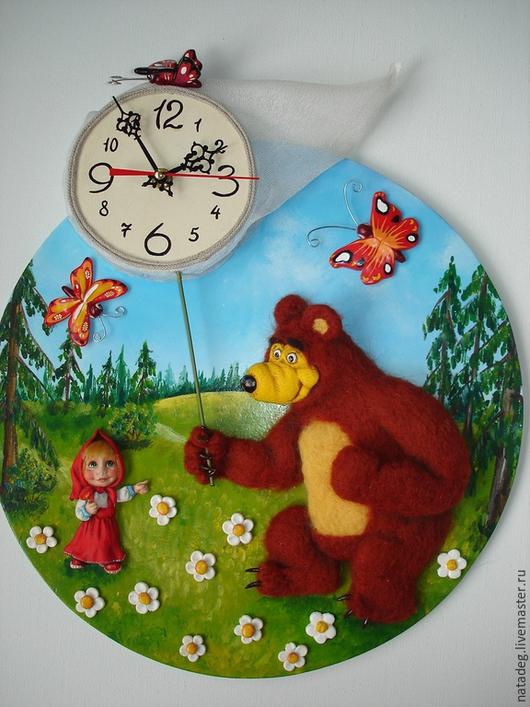 """Часы для дома ручной работы. Ярмарка Мастеров - ручная работа. Купить Часы настенные """"Маша и медведь"""". Handmade. Часы настенные"""