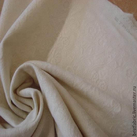 шерсть 100% , сток ETRO шир. 140 см цена 140 см цена 3700 р цвет молочный вышивка по всей поверхности