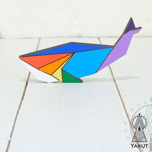 Броши ручной работы. Ярмарка Мастеров - ручная работа. Купить Деревянная брошь Кит радужный оригами / деревянный значок радужный. Handmade.