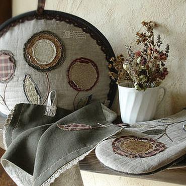 Для дома и интерьера ручной работы. Ярмарка Мастеров - ручная работа Набор для кухни с поздними цветами. Грелка для чайника, прихватки. Handmade.