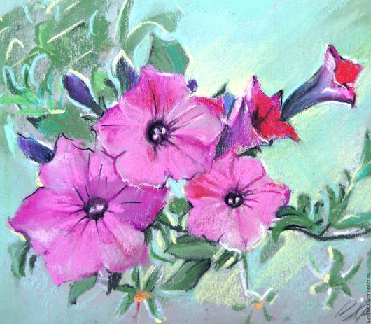 Небольшая картина цветов. Петуния. Выполнена в технике пастель, изображает яркий розовый букет летних солнечных цветов. Картина по желанию может быть оформлена в паспарту или раму.