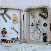 Куклы и игрушки ручной работы. Ярмарка Мастеров - ручная работа Presentation box. Малыш Хьюго со своими игрушками.. Handmade.
