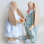 Куклы и игрушки ручной работы. Ярмарка Мастеров - ручная работа Зайцы свадебные мята/персик подарок на свадьбу. Handmade.
