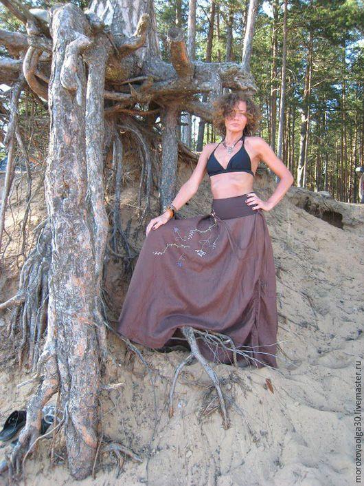 Льняная длинная коричневая юбка-бохо полусолнце  в пол на трикотажном поясе. Ручная вышивка, рисунок на выбор. Есть разные цвета льна Юбка может быть сшита без вышивки. Шью на заказ любой размер