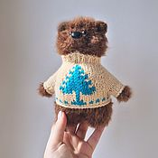 Куклы и игрушки ручной работы. Ярмарка Мастеров - ручная работа Мишка в свитере вязаная игрушка. Handmade.