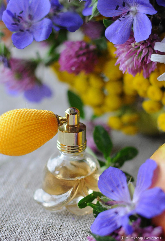 Идея парфюмерных композиций, состоящих только из дорогих и редких ингредиентов, принадлежала официальному парфюмеру людовика xviii-го.