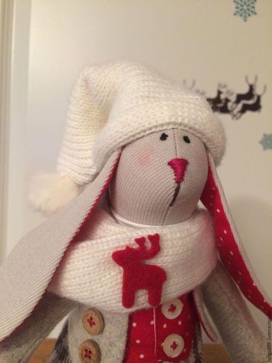 Куклы Тильды ручной работы. Ярмарка Мастеров - ручная работа. Купить Зайчишка к Рождеству. Handmade. Комбинированный, зимние забавы, колокольчик