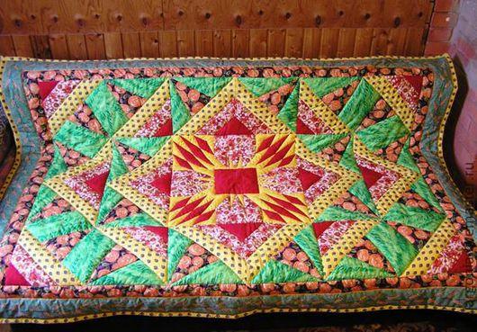 """Лоскутное стеганое одеяло """"Солнце"""". Объемное и теплое. Стежка в шов и по блокам.  Такое одеяло поднимет настроение и согреет даже в зимние студеные дни."""