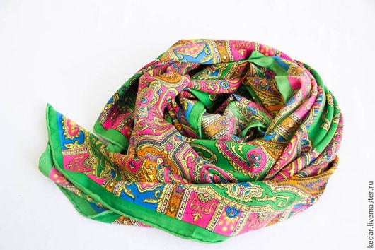 """Шали, палантины ручной работы. Ярмарка Мастеров - ручная работа. Купить Шелковый платок из ткани ETRO  """"Изумрудный узор"""". Handmade."""