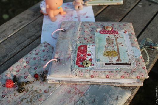 Подарки для новорожденных, ручной работы. Ярмарка Мастеров - ручная работа. Купить Скрапальбом для фото и первых рисунков малыша. Handmade. Разноцветный
