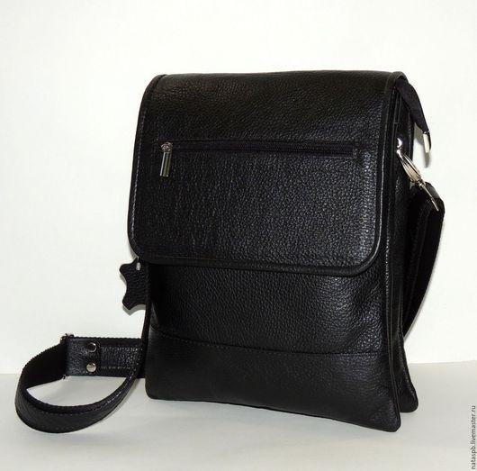В сумке с таким большим количеством карманов и отделений - все будет «разложено по полочкам». Эта удобная, функциональная сумка для работы и учебы.