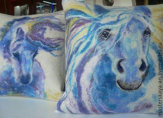 """Текстиль, ковры ручной работы. Ярмарка Мастеров - ручная работа. Купить """" Кони"""" комплект декоративных подушек. Handmade. Белый"""