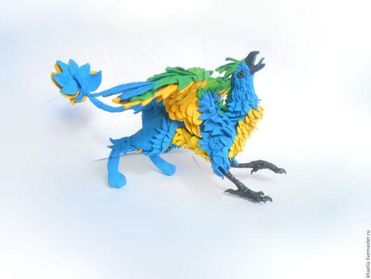 Сказочные персонажи ручной работы. Ярмарка Мастеров - ручная работа. Купить Грифон синий с желтым (фигурка грифона, попугай, бархатный пластик). Handmade.