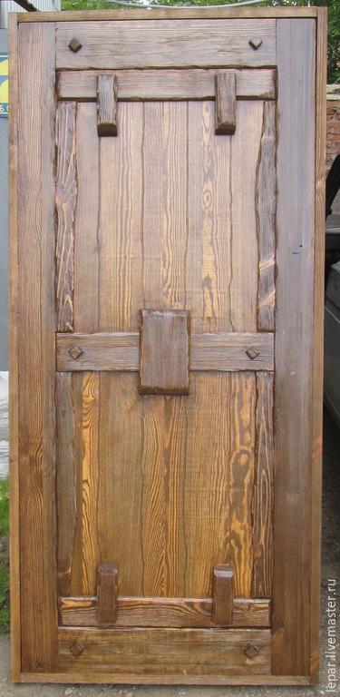 состаренные входные двери из сосны