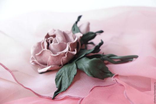 Купить Розовая роза брошь из кожи. цветы из кожи. Украшения из кожи,  розовый, розовый цветок