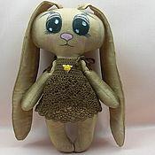 Куклы и игрушки ручной работы. Ярмарка Мастеров - ручная работа Заяц в вязанном платьице. Handmade.