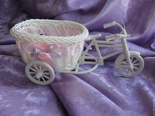Кашпо велосипед овальный розовый для интерьера. Можно использовать  для создания композиции, или просто положить в него милые дамские штучки. Размер 15х11х6 см.