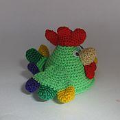 Куклы и игрушки ручной работы. Ярмарка Мастеров - ручная работа Вязаная игрушка Петушок символ года зеленый. Handmade.