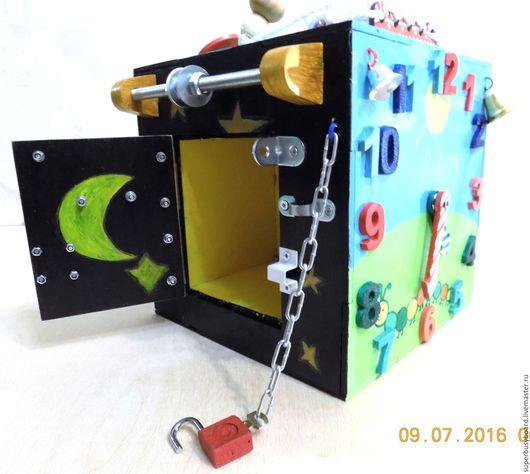 Развивающие игрушки ручной работы. Ярмарка Мастеров - ручная работа. Купить Развивающая игрушка доска  бизиборд в виде бокса. Handmade.