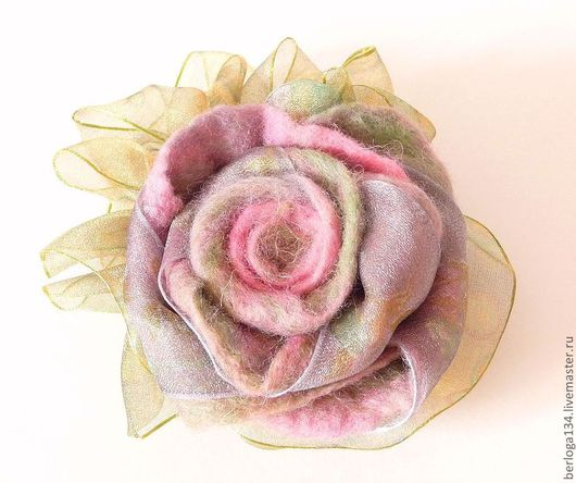 """Броши ручной работы. Ярмарка Мастеров - ручная работа. Купить Брошь """"Мечты о розе"""". Handmade. Кремовый, брошь из войлока"""