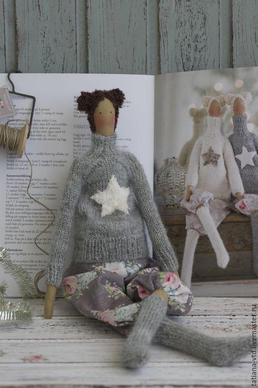 Куклы Тильды ручной работы. Ярмарка Мастеров - ручная работа. Купить Тильда в свитере и чулках темноволосая. Handmade. Серый