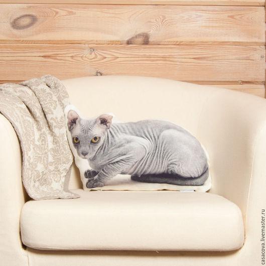Подушка в форме кошки сфинкс