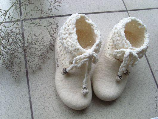 """Обувь ручной работы. Ярмарка Мастеров - ручная работа. Купить Тапочки """" Первый снег """". Handmade. Белый"""