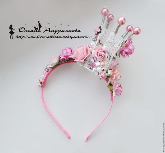 Розовая корона из бусин `Хрупкие мечты`, на ободке. Для принцессы