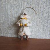 Подарки к праздникам ручной работы. Ярмарка Мастеров - ручная работа Девочка со снежком №2.Елочные игрушки из ваты. Handmade.