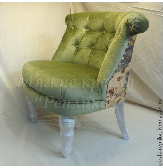 Маленькое будуарное кресло в стиле `прованс` светло-зеленое