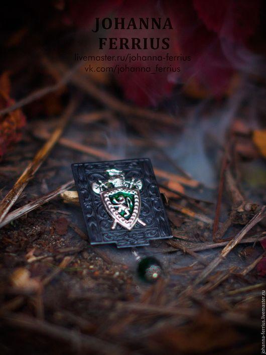 """Броши ручной работы. Ярмарка Мастеров - ручная работа. Купить Необычная черная брошь гербом в винтажном стиле """"Защитник"""". Handmade."""