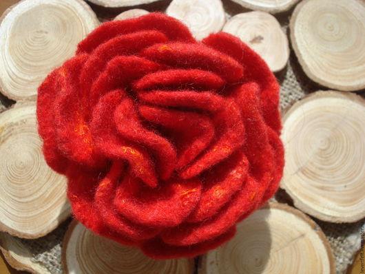 """Броши ручной работы. Ярмарка Мастеров - ручная работа. Купить Брошь валяная ручной работы """"Страсть"""" красная. Handmade. handmade"""