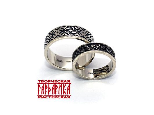 Славянские обручальные кольца из белого золота с обережным символом `Свадебник` и орнаментом `Мать Сыра Земля` и `Колосок` из белого золота
