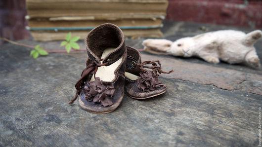 """Одежда для кукол ручной работы. Ярмарка Мастеров - ручная работа. Купить Туфельки для куклы """"Зайку бросила хозяйка"""". Handmade. Коричневый"""