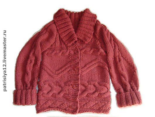 можно без пуговиц в виде толстого свитера.