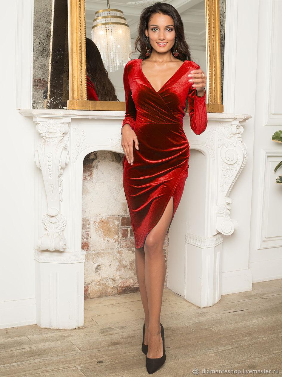 ней красные бархатные платья фото одно