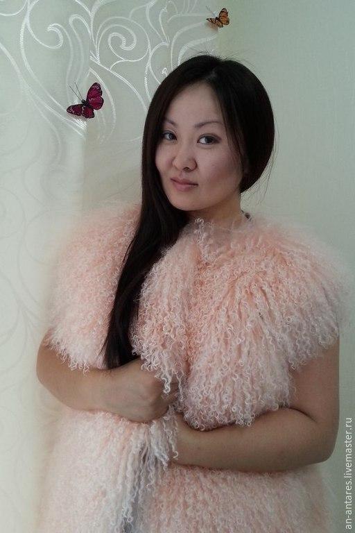Жилеты ручной работы. Ярмарка Мастеров - ручная работа. Купить Жилет нежно-розовый длинный из меха ламы. Handmade.