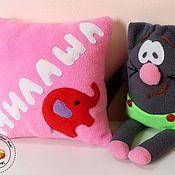"""Подарок новорожденному ручной работы. Ярмарка Мастеров - ручная работа Именная подушка из флиса """"Милаша"""". Handmade."""