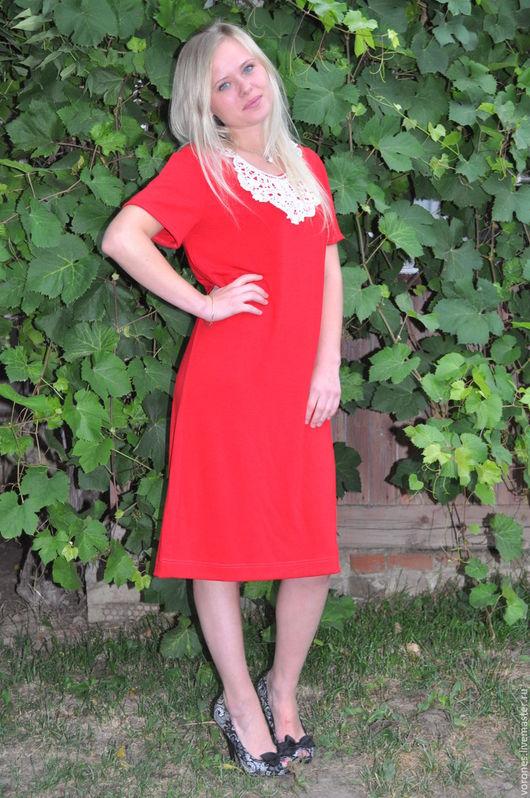Платья ручной работы. Ярмарка Мастеров - ручная работа. Купить Платье из трикотажа красное с кружевным воротничком. Handmade. Ярко-красный
