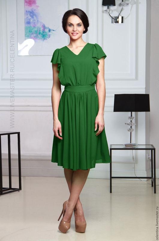 Короткое летнее зеленое платье. Романтический стиль