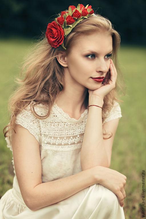 Диадемы, обручи ручной работы. Ярмарка Мастеров - ручная работа. Купить ободок для волос с красными розами из фоамирана. Handmade.