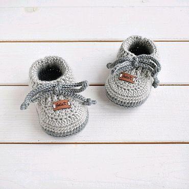 Товары для малышей ручной работы. Ярмарка Мастеров - ручная работа Пинетки вязаные тёплые моксы для мальчика серые со шнурками из шерсти. Handmade.