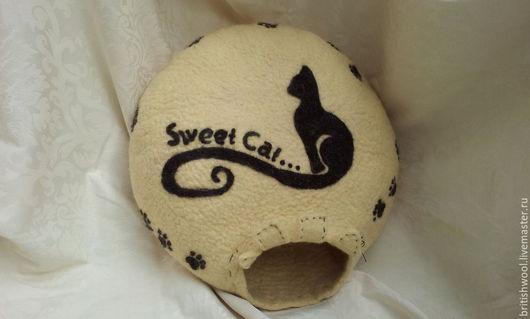 Аксессуары для кошек, ручной работы. Ярмарка Мастеров - ручная работа. Купить Валяный домик-лежанка для кошек.. Handmade. Бежевый