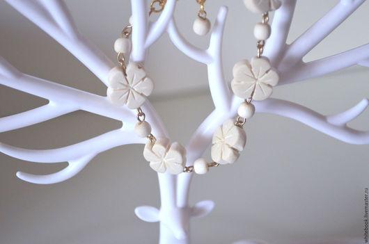 """Браслеты ручной работы. Ярмарка Мастеров - ручная работа. Купить Браслет из белого дерева и позолоты: """"Нежность"""". Handmade. Белый"""
