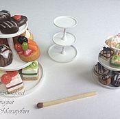 Материалы для творчества ручной работы. Ярмарка Мастеров - ручная работа Кукольная посуда: этажерка для сладостей и пирожных. Handmade.