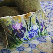 """Для дома и интерьера ручной работы. Ярмарка Мастеров - ручная работа Интерьерная войлочная подушка """"Ирисы"""". Handmade."""