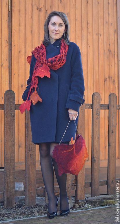 """прекрасно дополняет сумочку """"Осенний лист"""".  Фото Карины Панаетовой"""