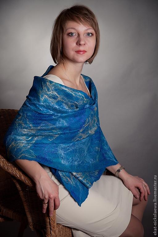 Валяный палантин. http://www.livemaster.ru/ekat-nickolaewa. Оригинальный подарок. Подарок девушке. Подарок маме. Палантин ручной работы в морских тонах бирюзового цвета.Палантин - паутинка.